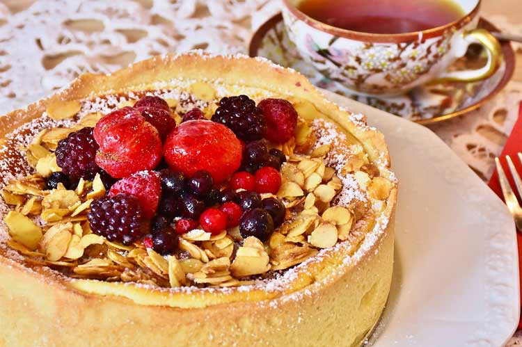 berries almond streusel cake