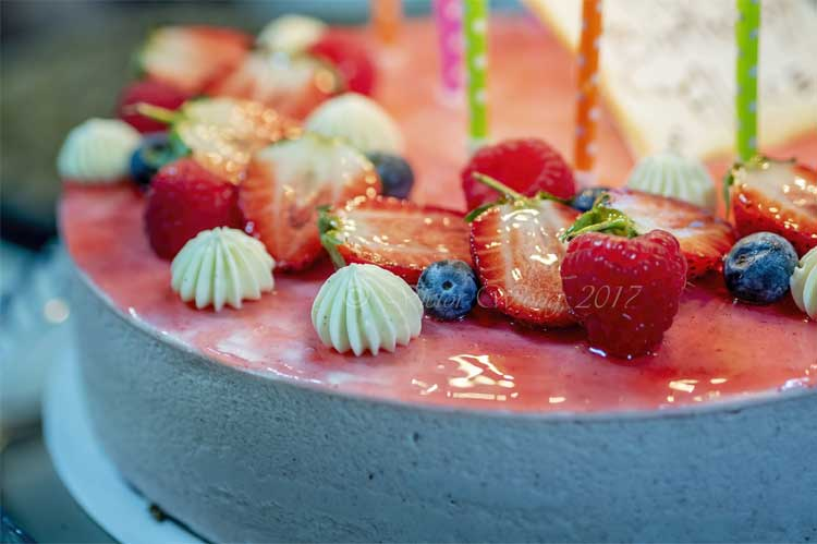 strawberry blueberry cheesecake
